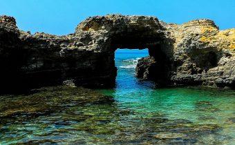 Kamieniste wybrzeże Greckiej wyspy Kos